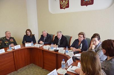 Меры социальной поддержки незащищенным категориям граждан обсудили в донском парламенте